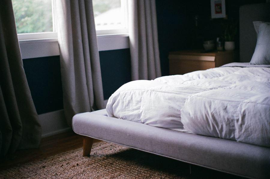 Schallschutzvorhang im Schlafzimmer